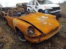 Porsche 911T met brandschade