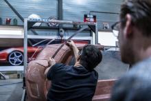 Kleimodel met metalen frame in werkplaats (of garage) van de Ferrari Breadvan Hommage 550