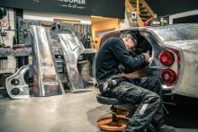 Metaalbewerken van de Ferrari Breadvan Hommage