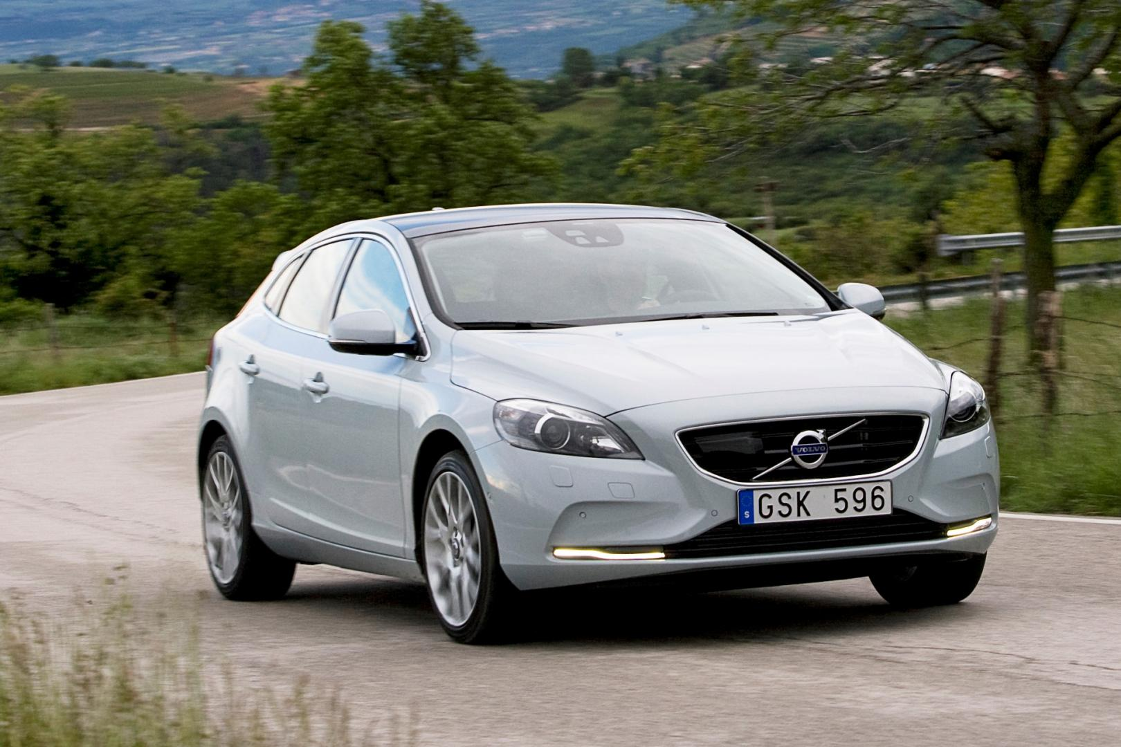 volvo v40 d4 geartronic momentum test en specificaties topgear nederland. Black Bedroom Furniture Sets. Home Design Ideas