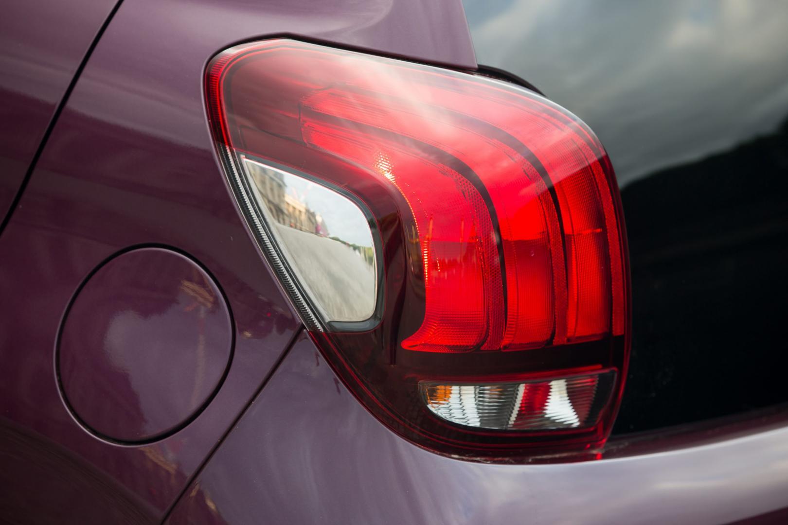 Peugeot 108 1.0 e-VTi achterlicht (2014)