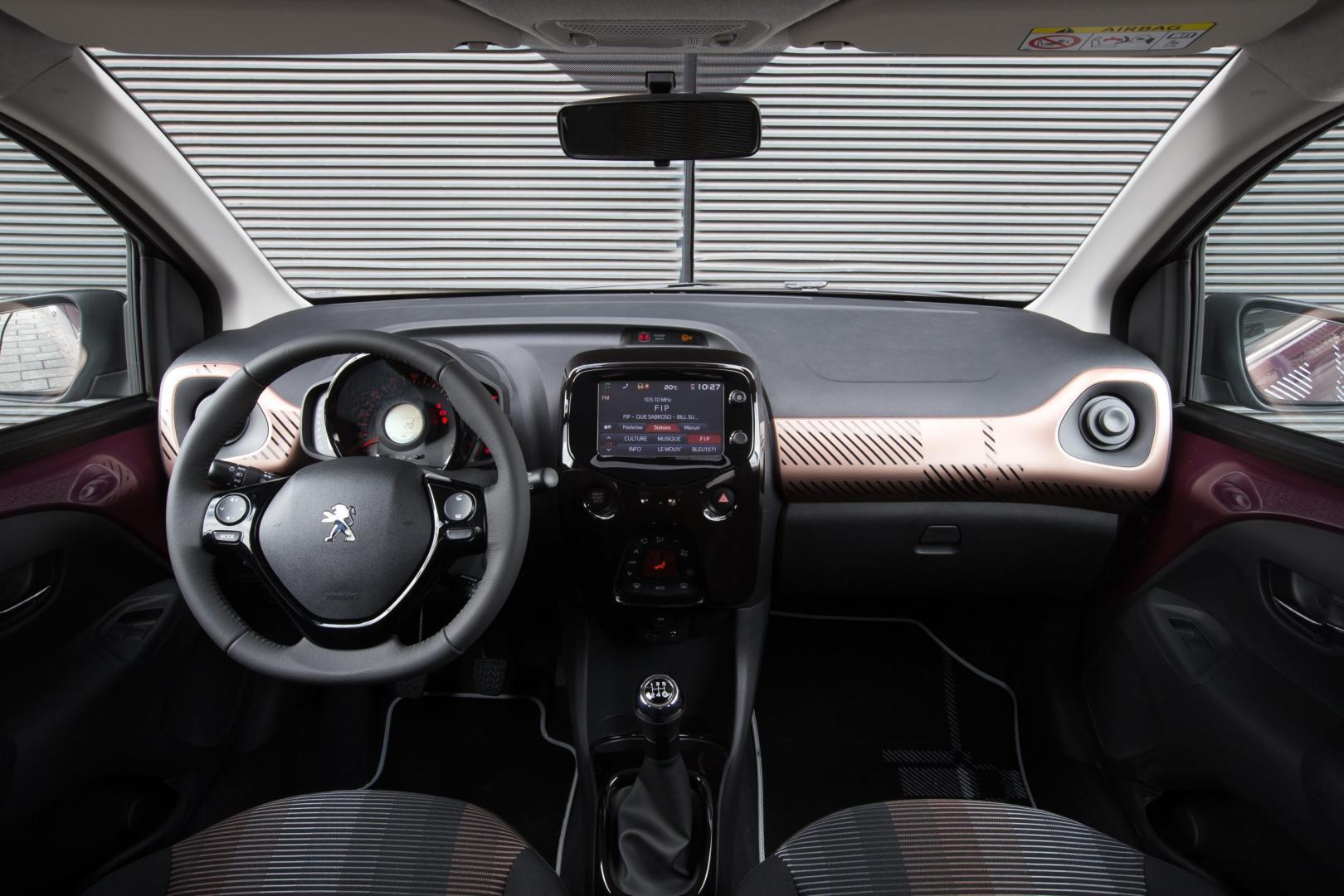 Peugeot 108 1.0 e-VTi interieur (2014)