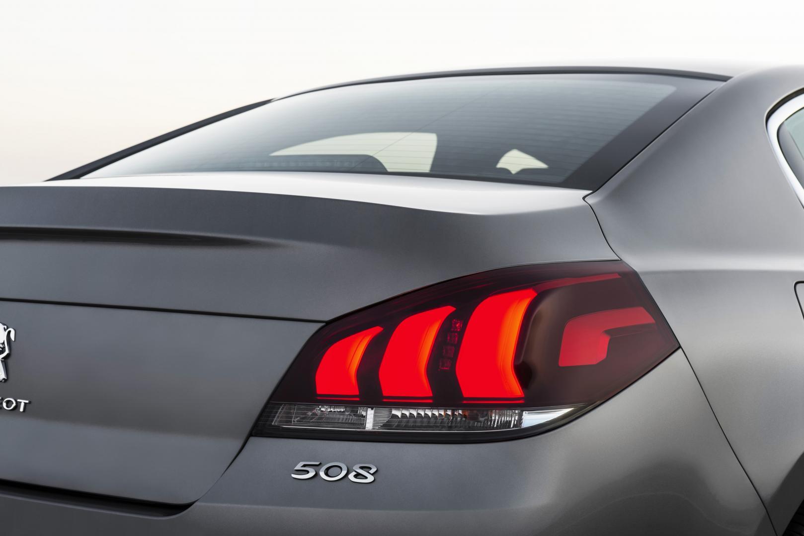 Peugeot 508 2.0 BlueHDI achterlicht (2014)