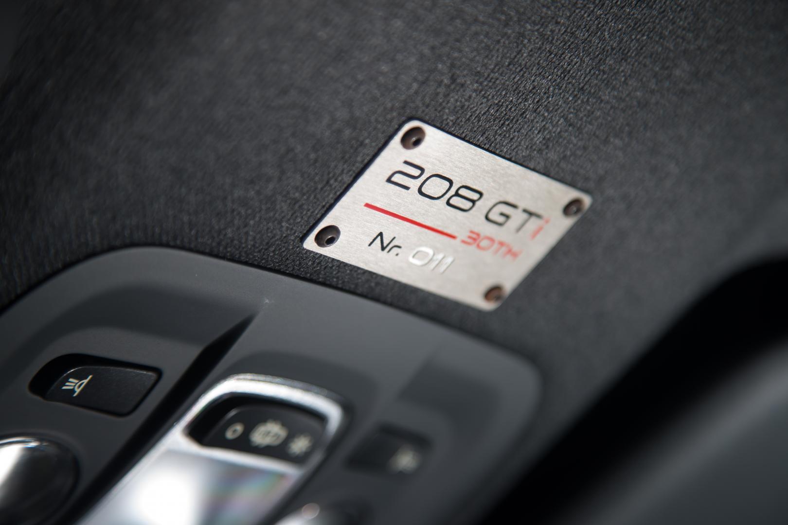 Peugeot 208 GTi 30th badge (2015)