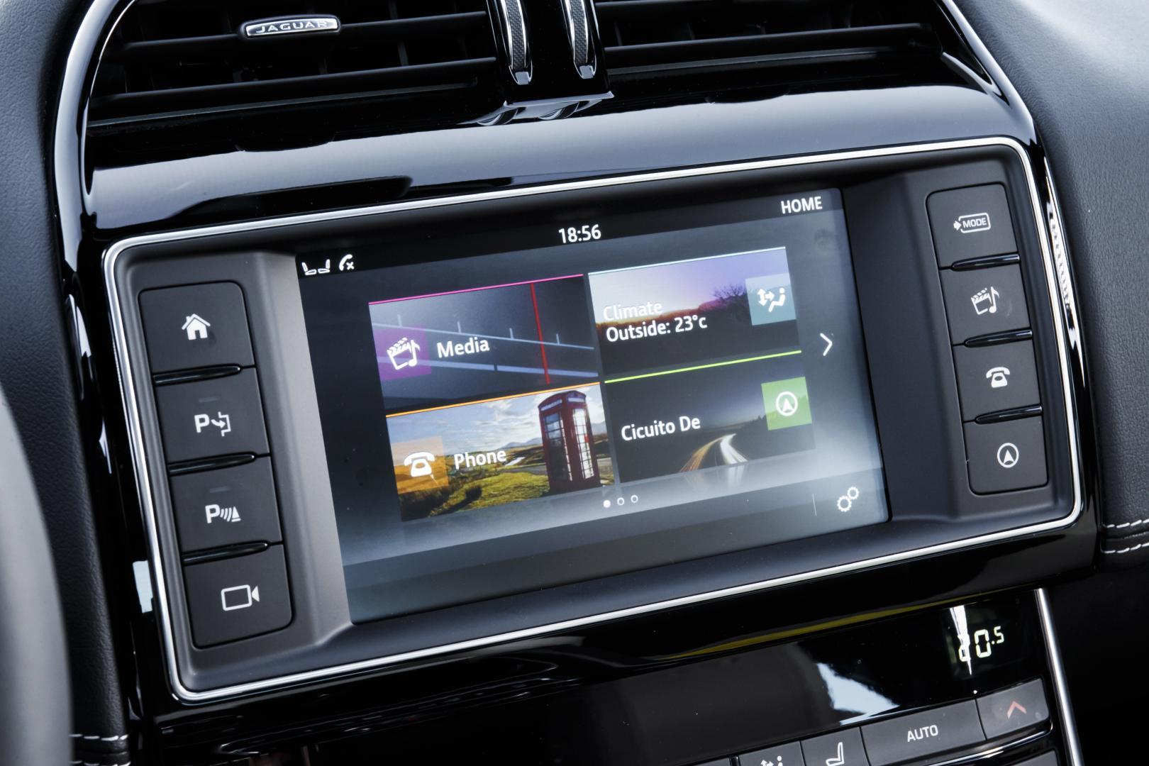 Jaguar XE S 3.0 V6 infotainment (2015)