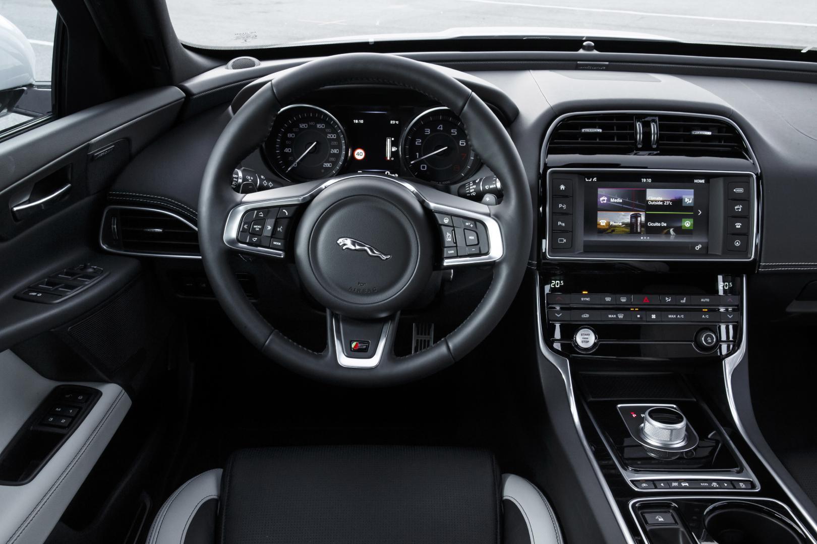 Jaguar XE S 3.0 V6 interieur (2015)