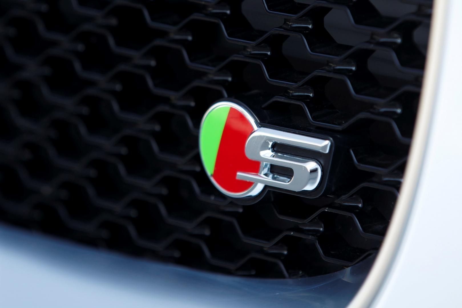Jaguar XE S 3.0 V6 badge (2015)