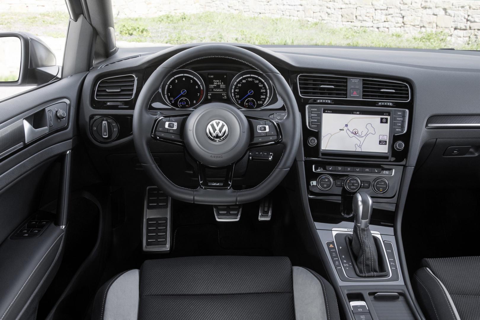 Volkswagen Golf R Variant interieur