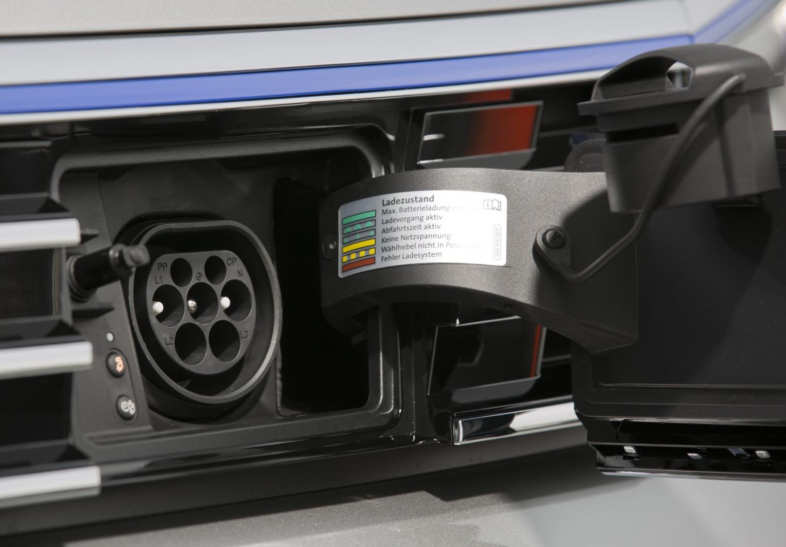 Volkswagen Passat GTE 2015 stekker