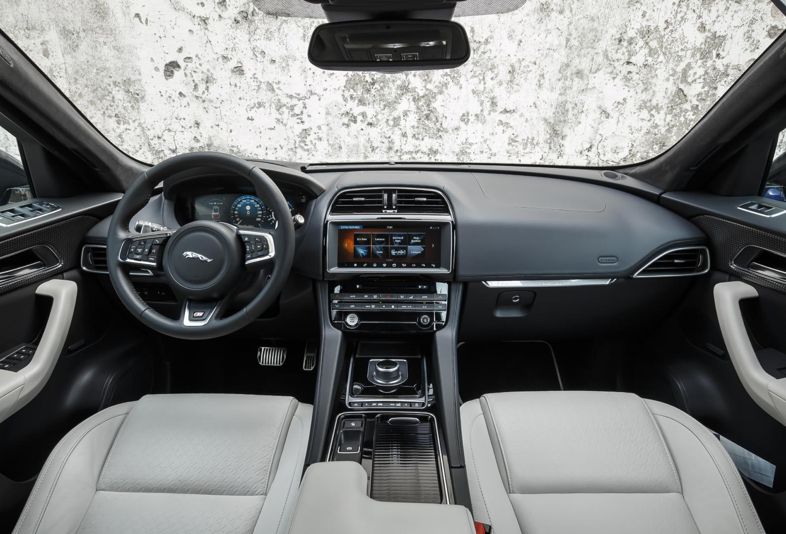Test jaguar f pace s 3 0 v6 380 pk topgear for Interieur jaguar f pace