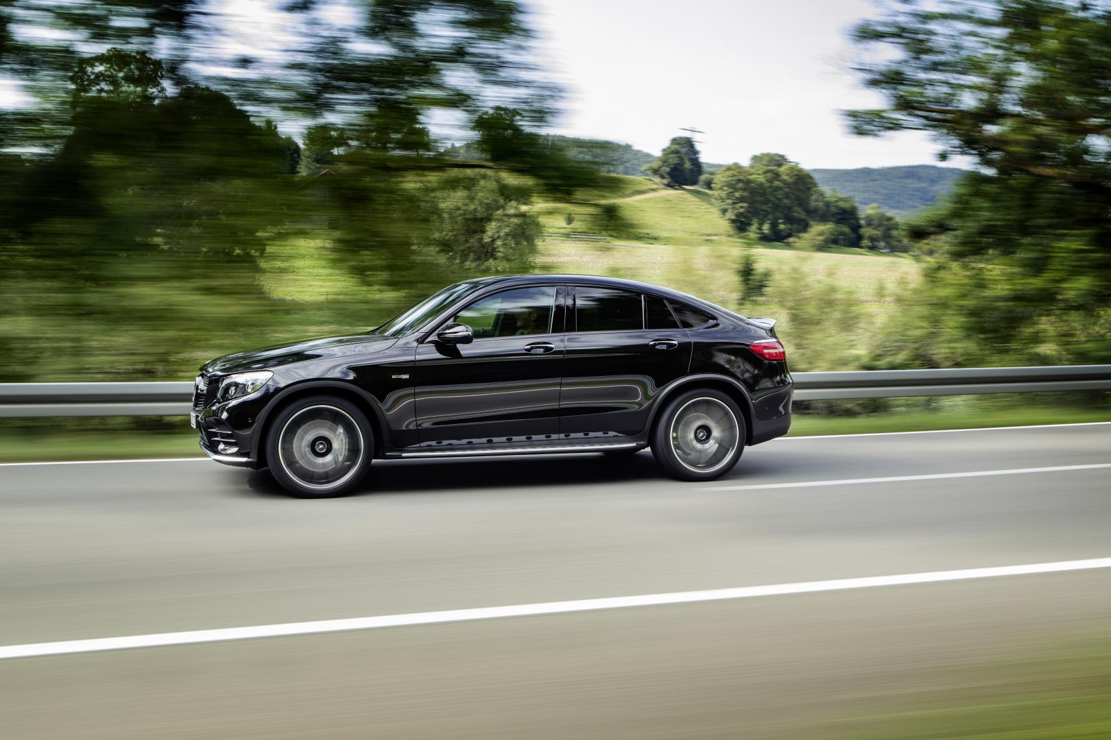 mercedes amg glc 43 coup is onthuld lees hier de specificaties. Black Bedroom Furniture Sets. Home Design Ideas