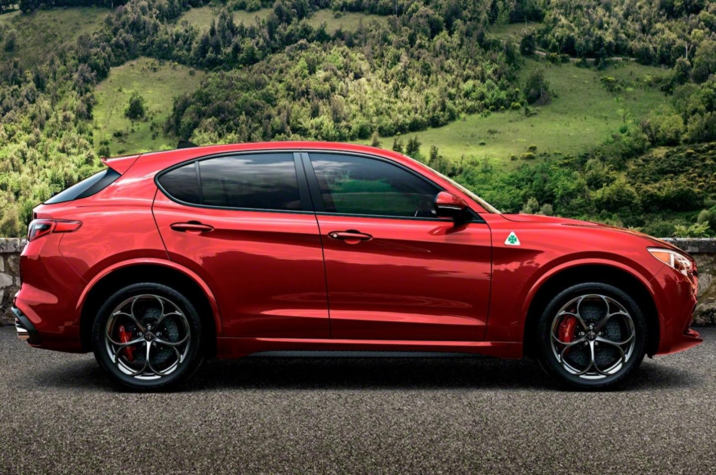 de alfa romeo stelvio quadrifoglio is eindelijk hier. Black Bedroom Furniture Sets. Home Design Ideas