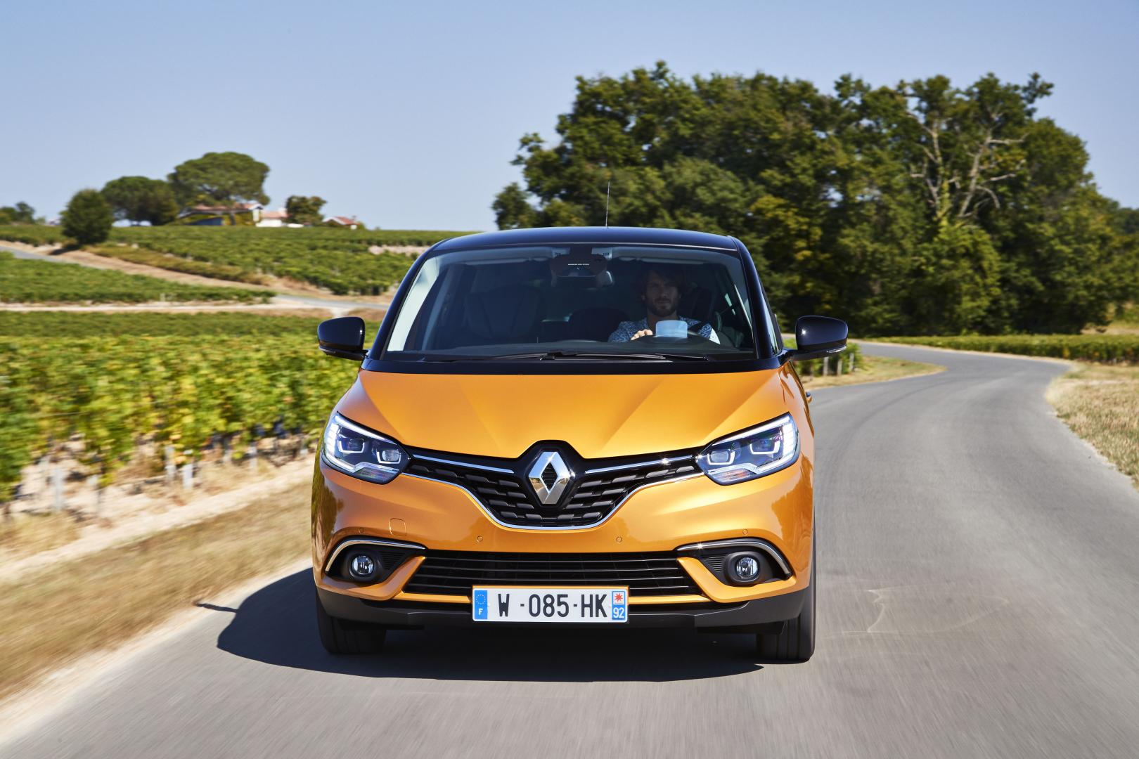 renault sc nic tce 130 bose autotest en specificaties nieuw doel. Black Bedroom Furniture Sets. Home Design Ideas