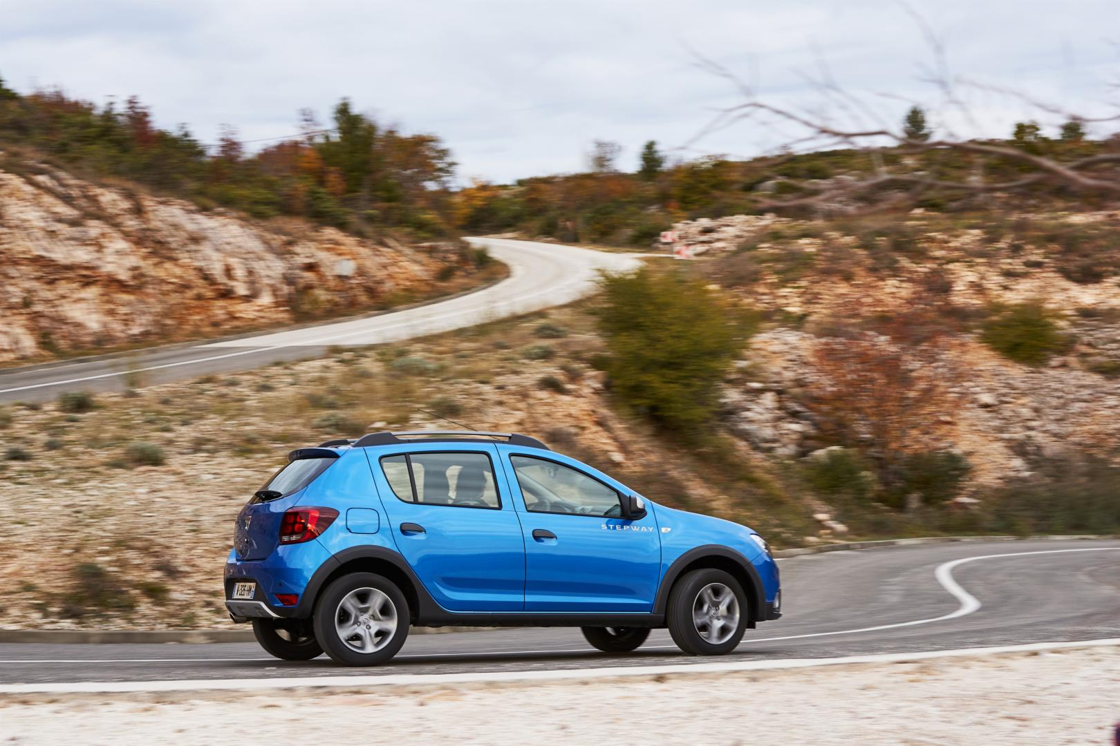 dacia sandero stepway tce 90 laur ate autotest en specificaties. Black Bedroom Furniture Sets. Home Design Ideas