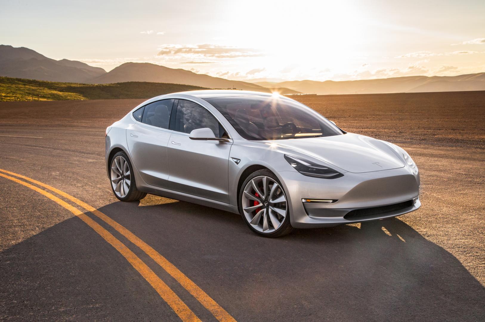 Tesla Model 3 Elon Musk vraagt om geld