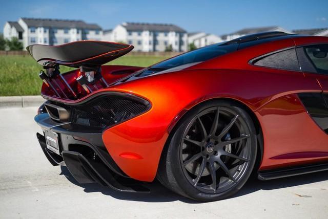 McLaren P1 met 12.000 kilometer