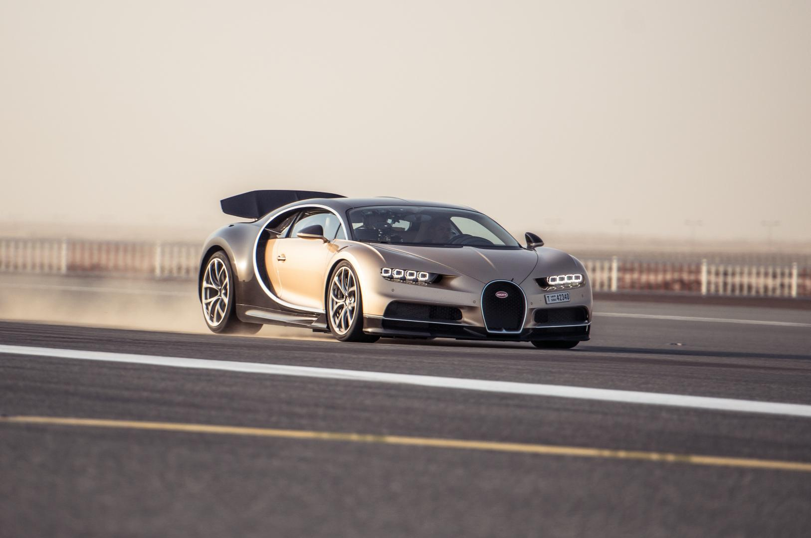 bugatti veyron vs bugatti chiron de verschillen topgear. Black Bedroom Furniture Sets. Home Design Ideas