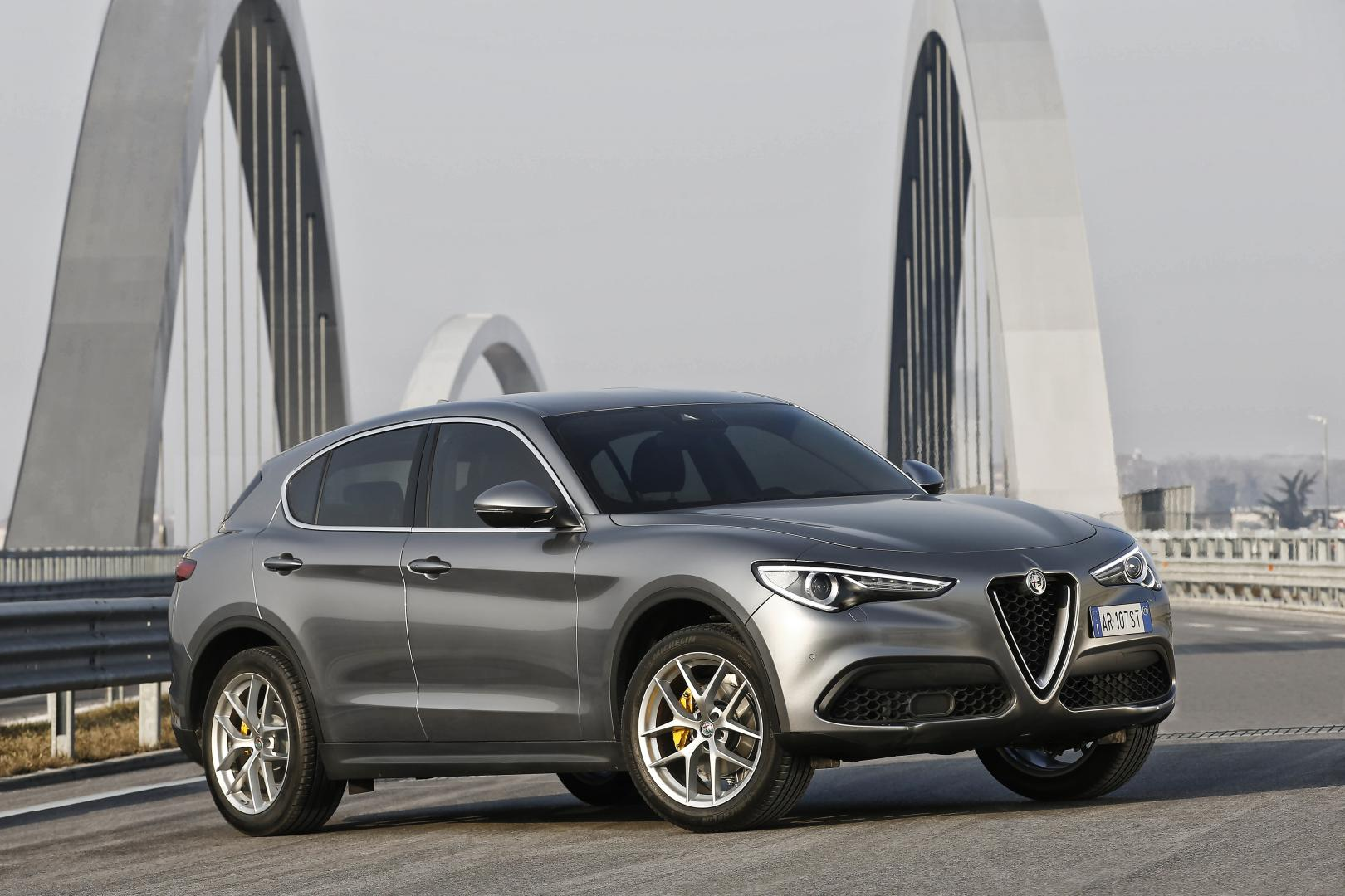 alfa romeo stelvio 2 2 jtd 210 pk 2017 test specificaties topgear. Black Bedroom Furniture Sets. Home Design Ideas