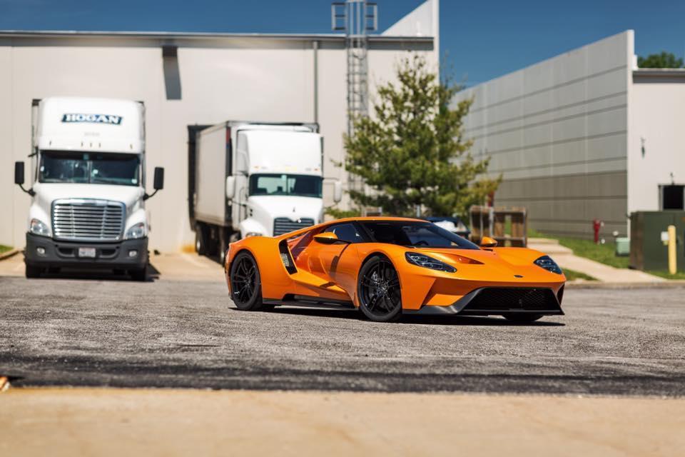oranje Ford GT