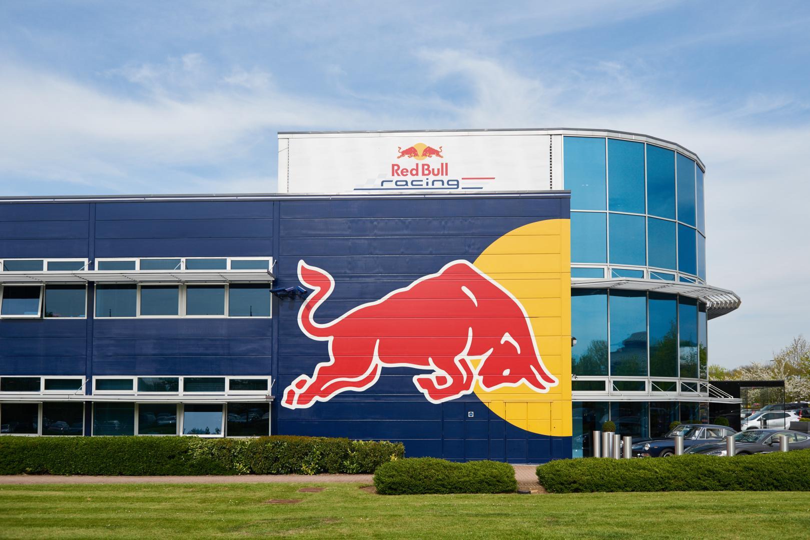 Lego Headquarters Bezoek Aan Red Bull Racing Fabriek In Milton Keynes