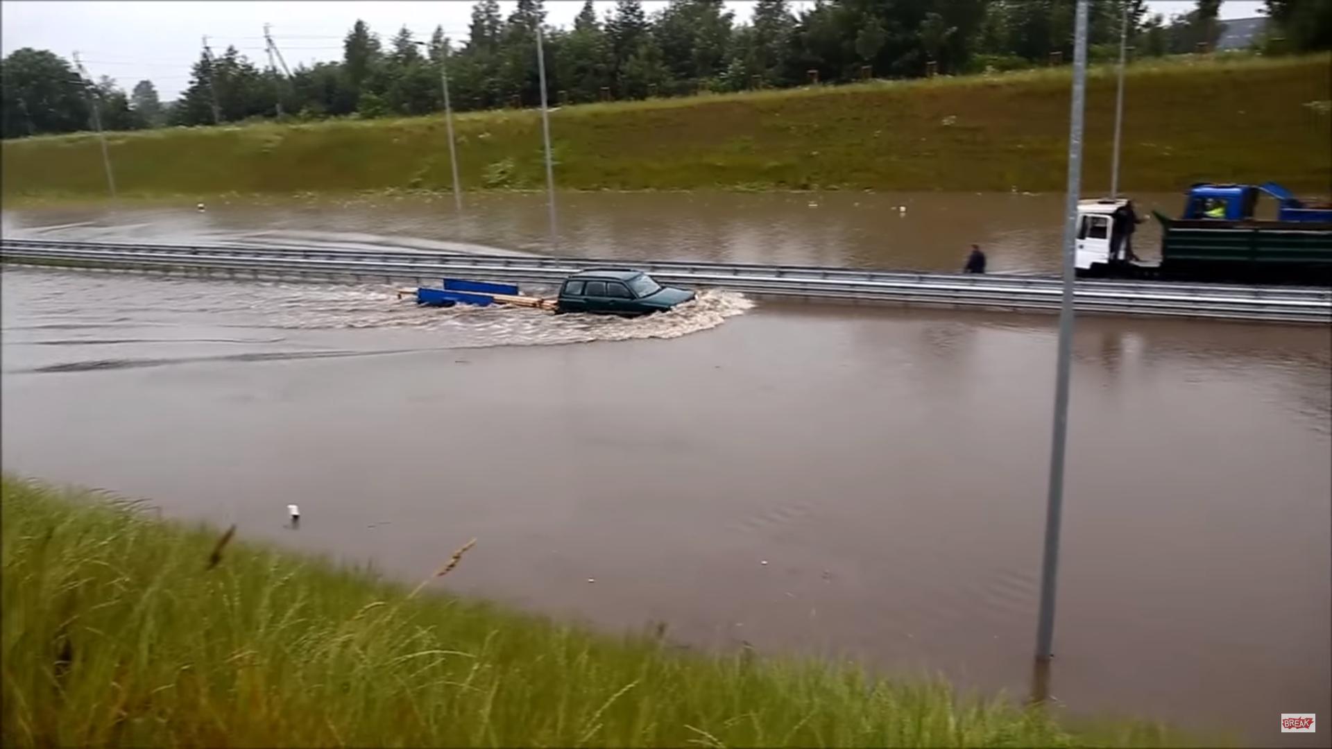 Subaru Forester heeft geen tijd voor overstromingen