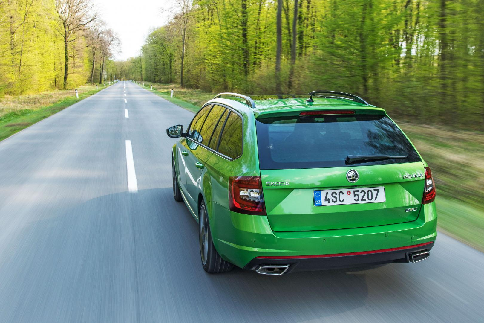 skoda octavia rs combi autotest en specificaties. Black Bedroom Furniture Sets. Home Design Ideas