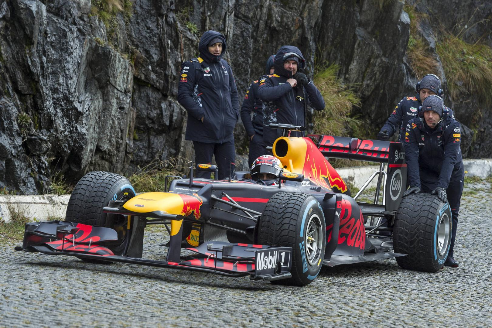 Red Bull Racing doet Gotthardpass in een F1-auto