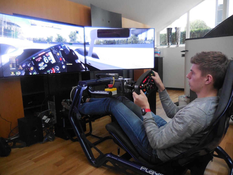 Racegame-setup van Max Verstappen