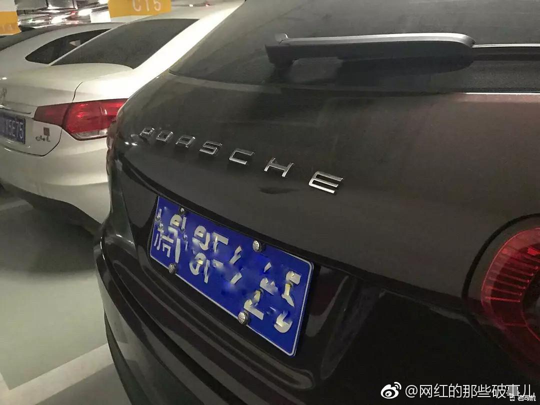 Zhong Tai Zotye SR9 - vrouw dumpt man