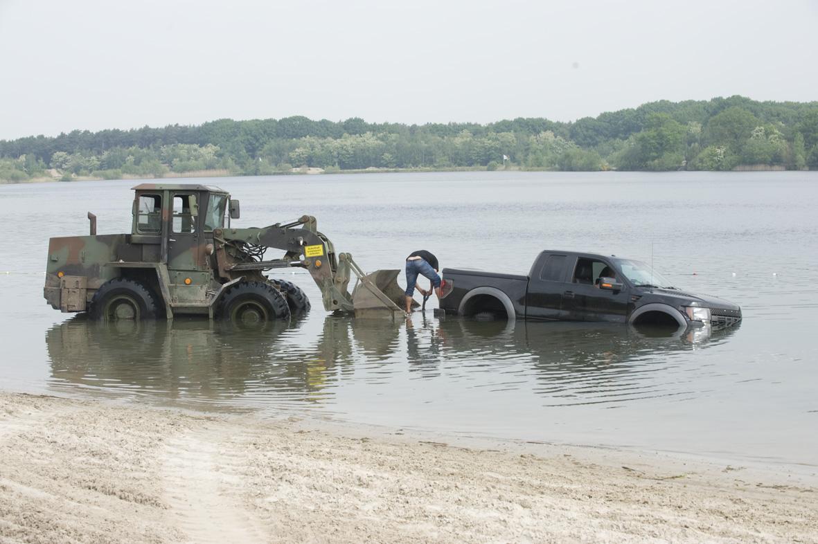 Ford F-150 raptor verdronken