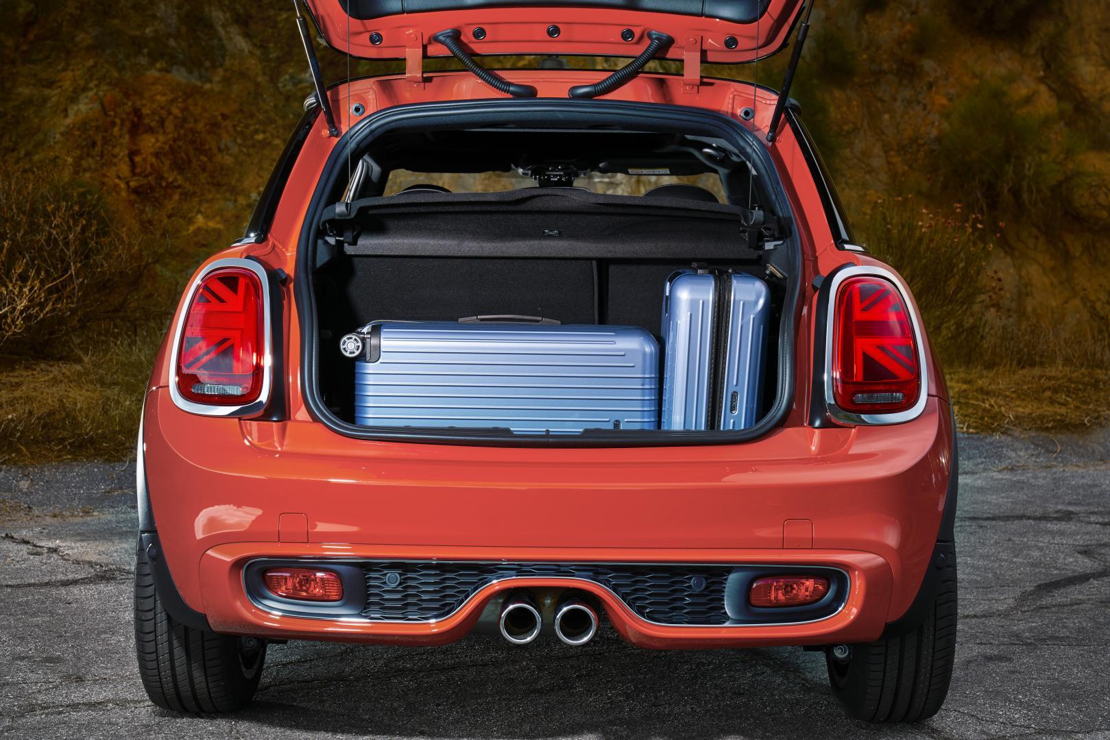 mini facelift nieuwe achterlichten voor cabrio 3 en 5 deurs topgear. Black Bedroom Furniture Sets. Home Design Ideas