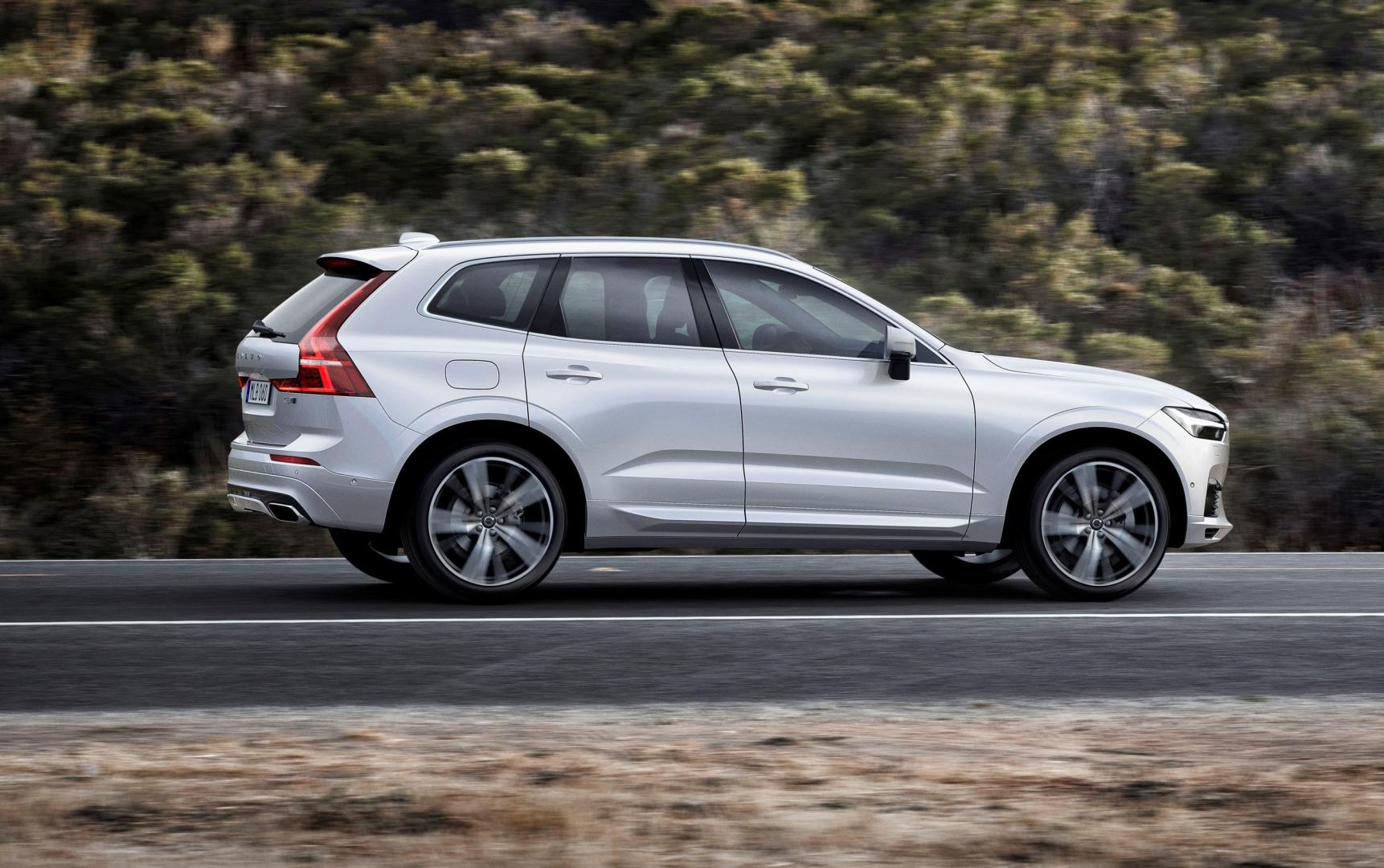 volvo xc60 t8 twin engine awd r design topgear. Black Bedroom Furniture Sets. Home Design Ideas