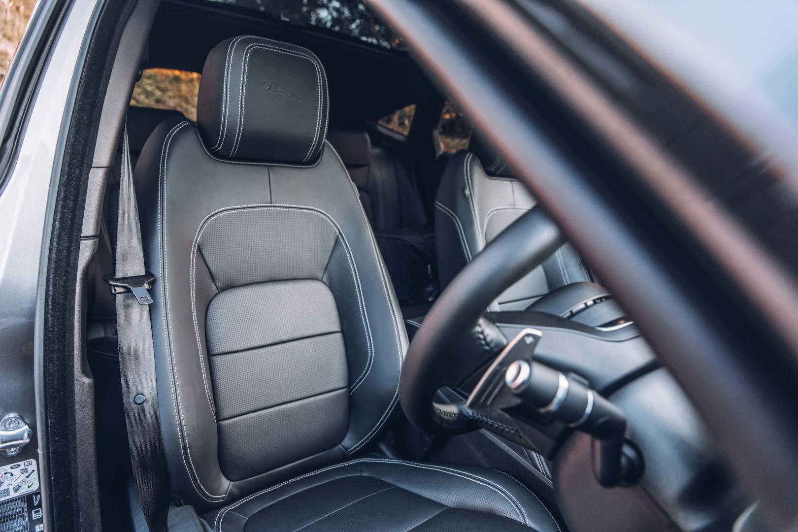 Jaguar E-Pace P300 R-Dynamic HSE interieur (2018)