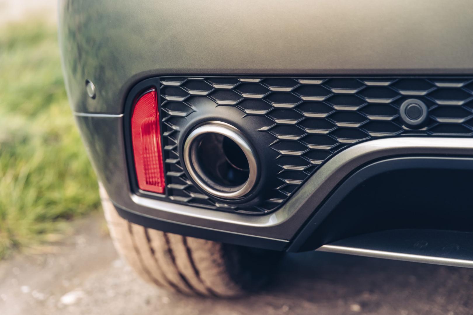 Jaguar E-Pace P300 R-Dynamic HSE uitlaat (2018)