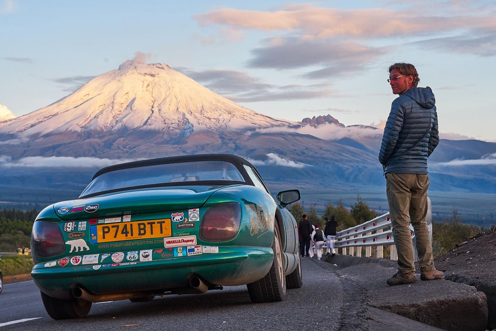 Man rijdt 40.000 kilometer in een TVR voor een biertje