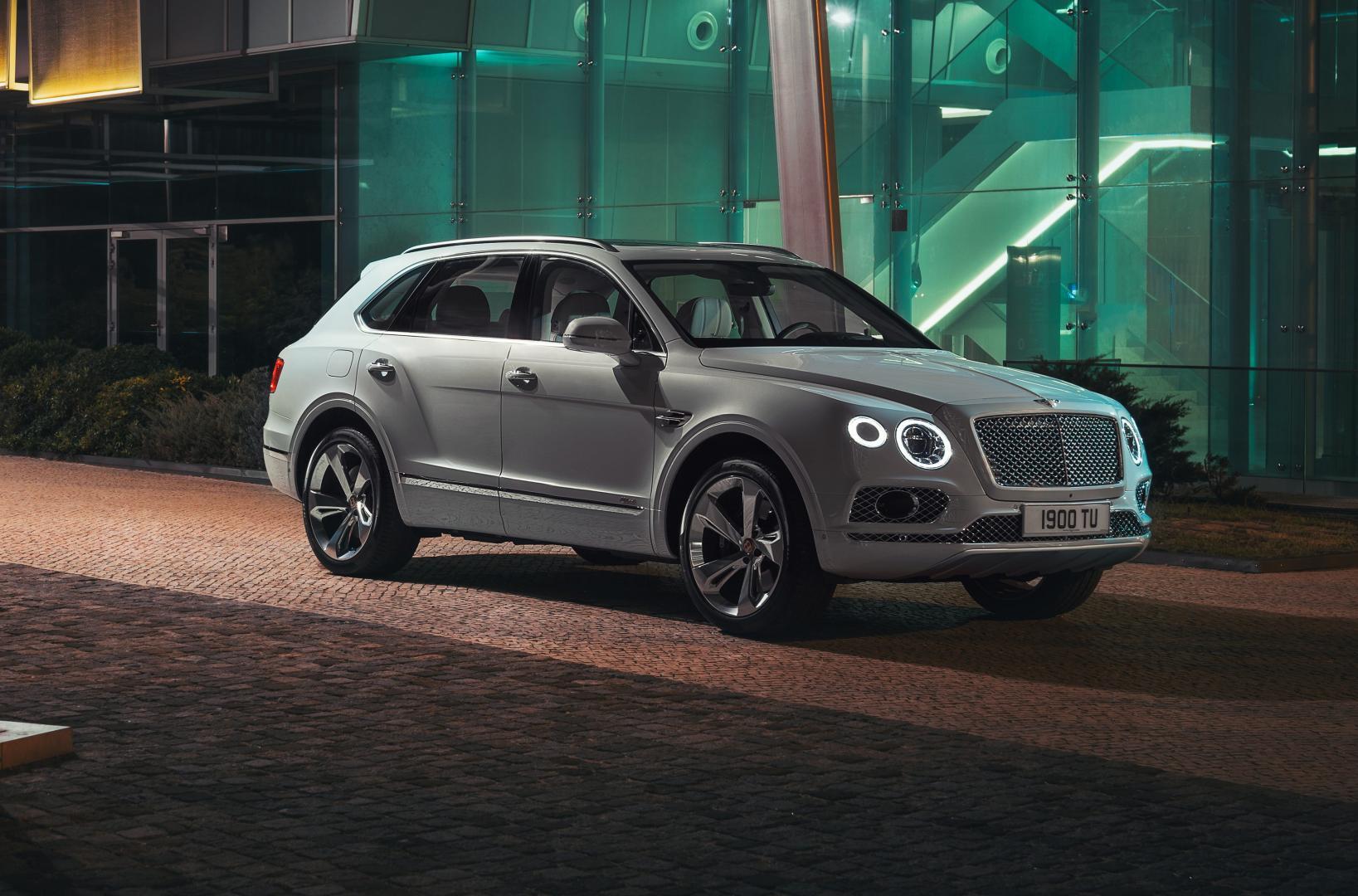 Bentley Bentayga Hybrid rechtsvoor donker