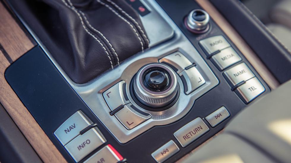 Audi Q7 V12 TDI interieur hout MMI