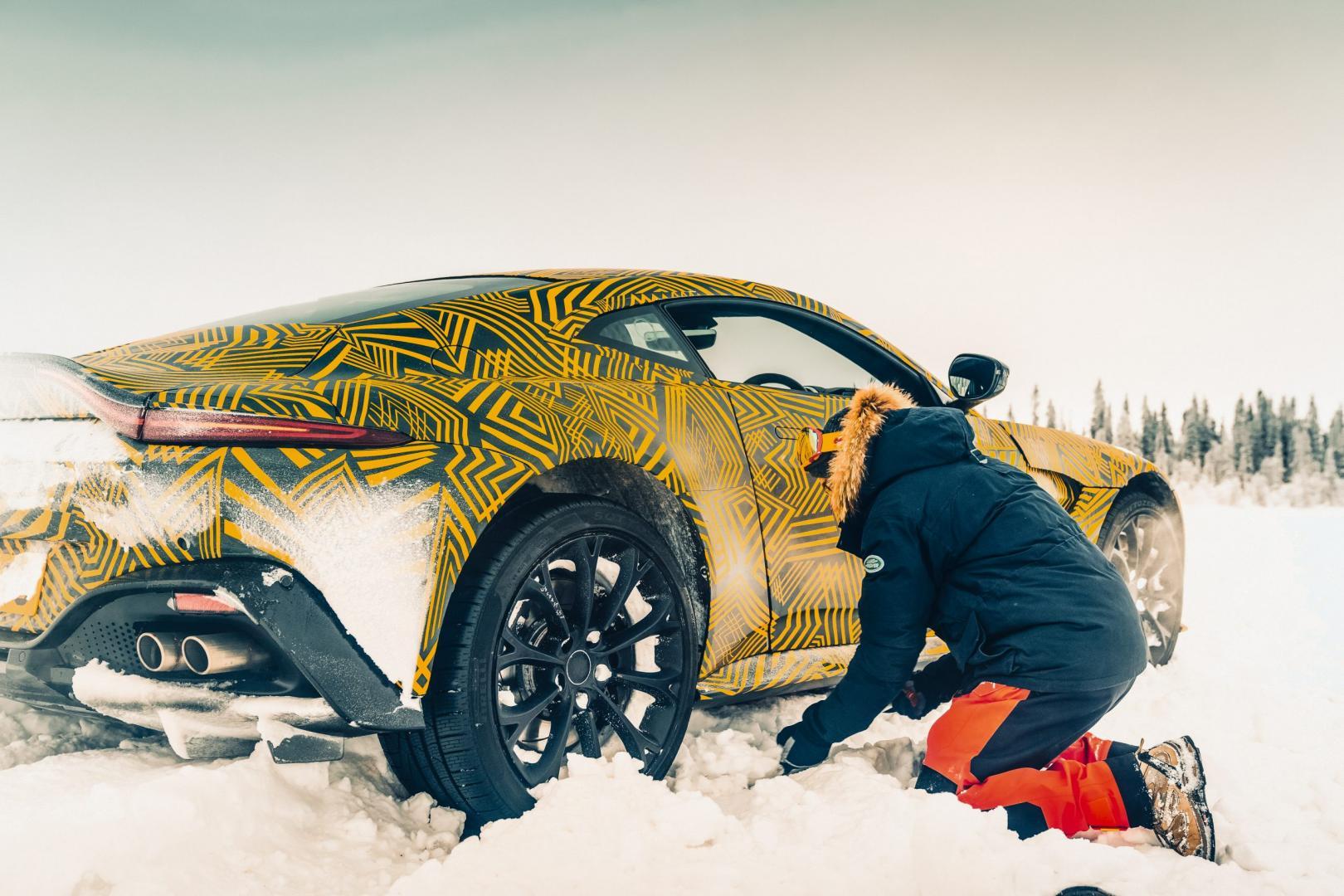 Sneeuwpret Aston Martin
