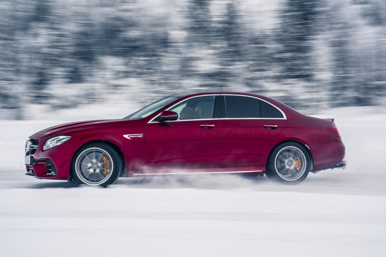 Mercedes-amg E 63 S sneeuwdriften