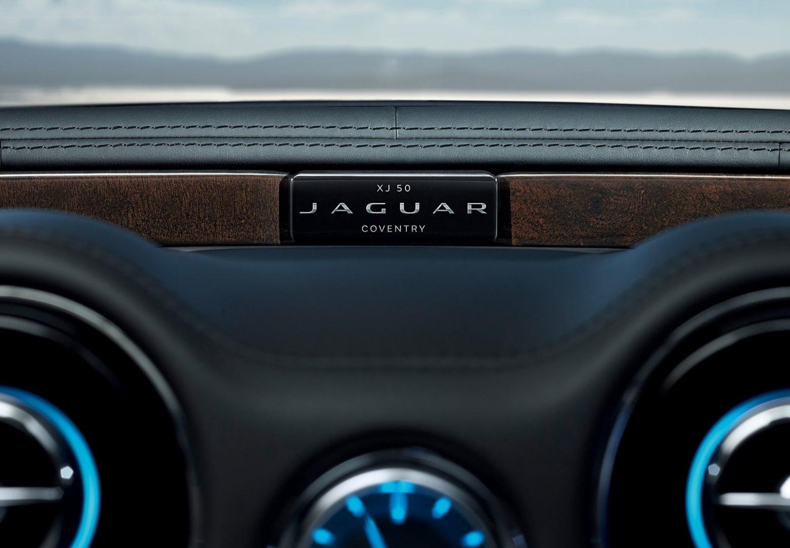 Jaguar XJ50 badge (2018)