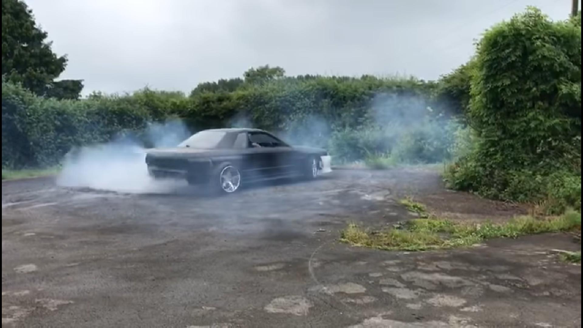 Elektrische Nissan Skyline R32 Doet Burnout Topgear Nederland