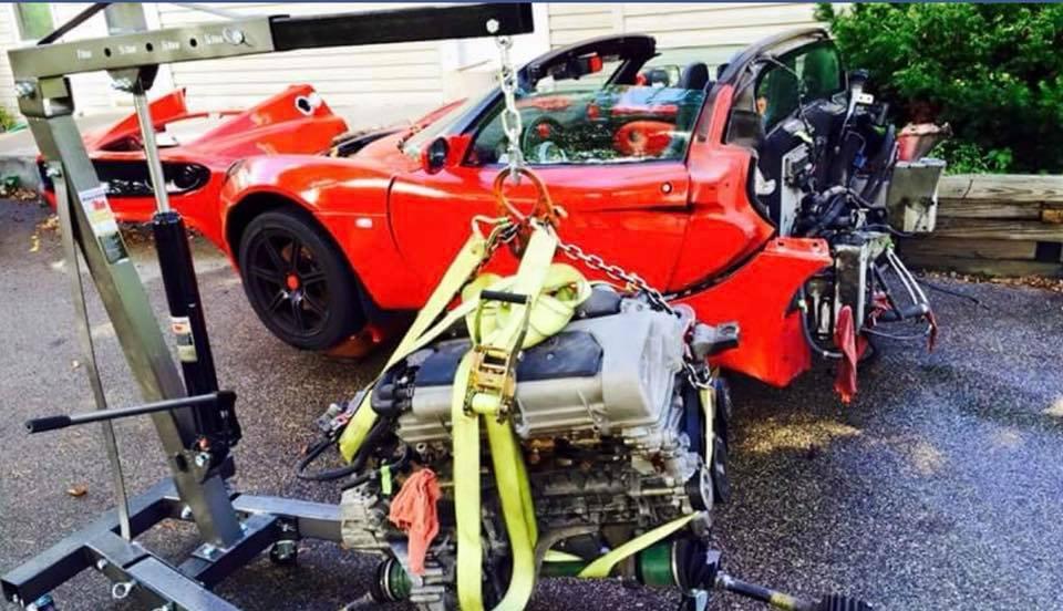 verlengde Lotus Elise verstopt een BMW V10