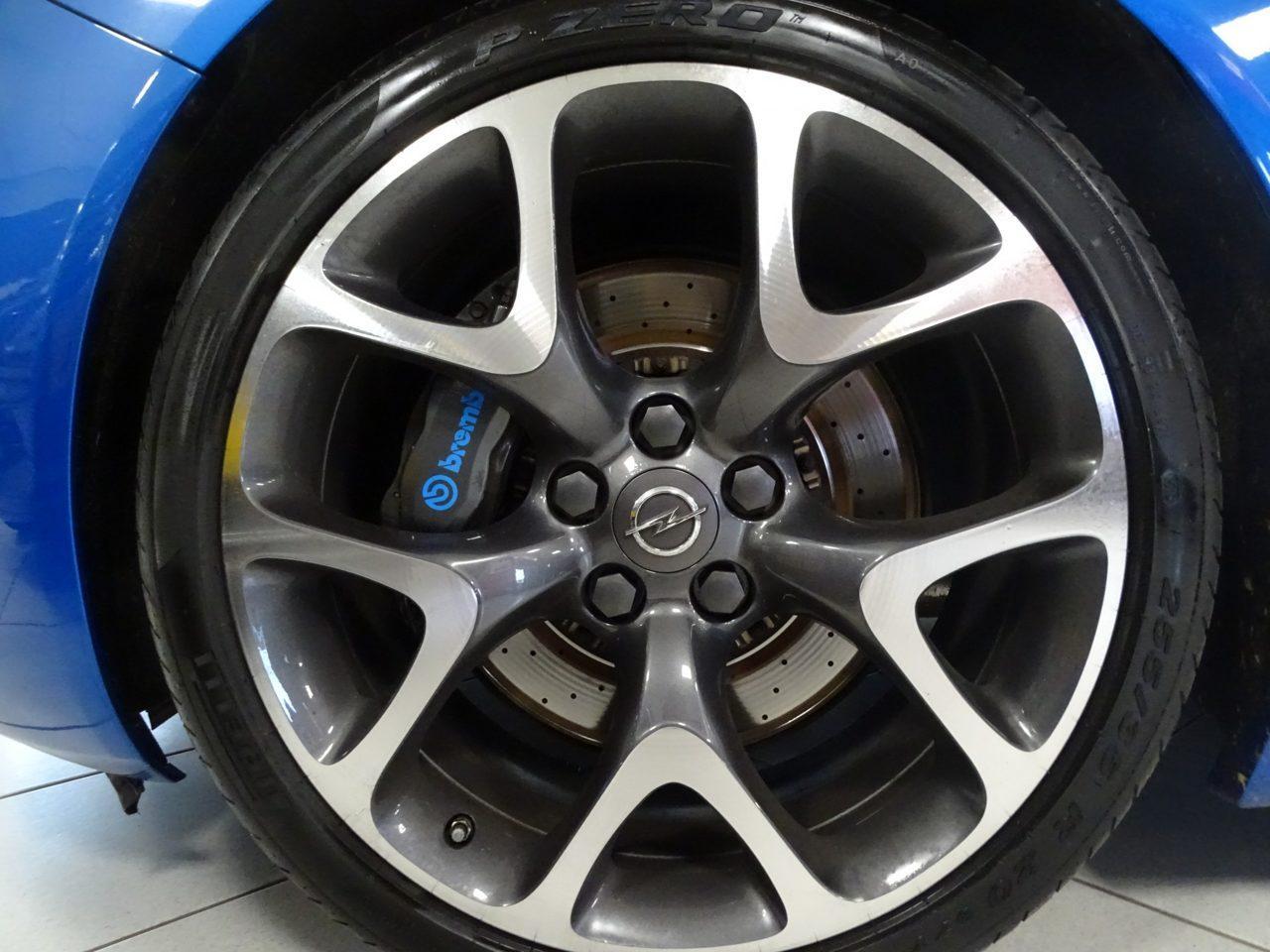 Opel Insignia OPC van Ali B