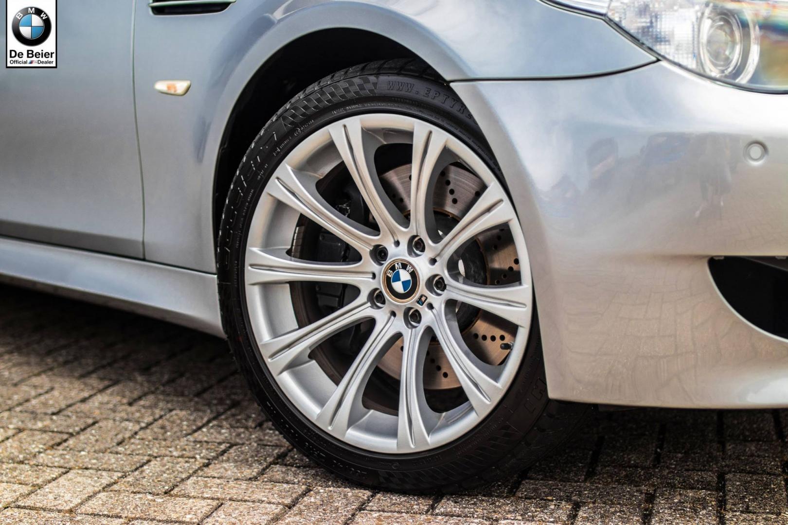 BMW M5 E60 met handbak