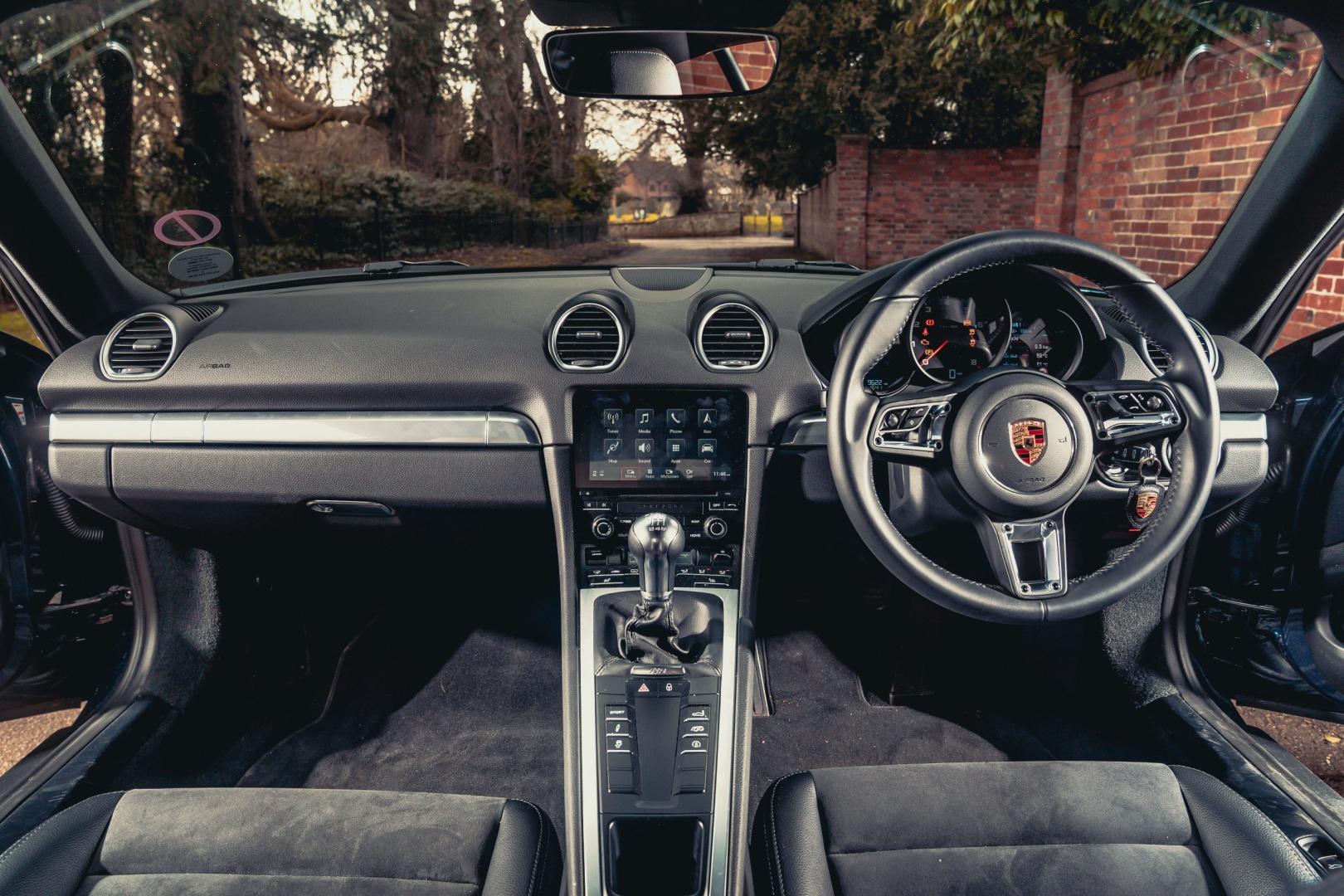 Jaguar F-type 2.0 vs Porsche 718 Cayman