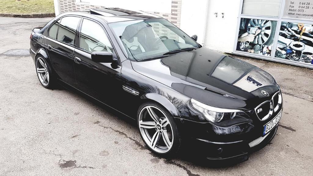 BMW M5 E39 draagt een fopneus
