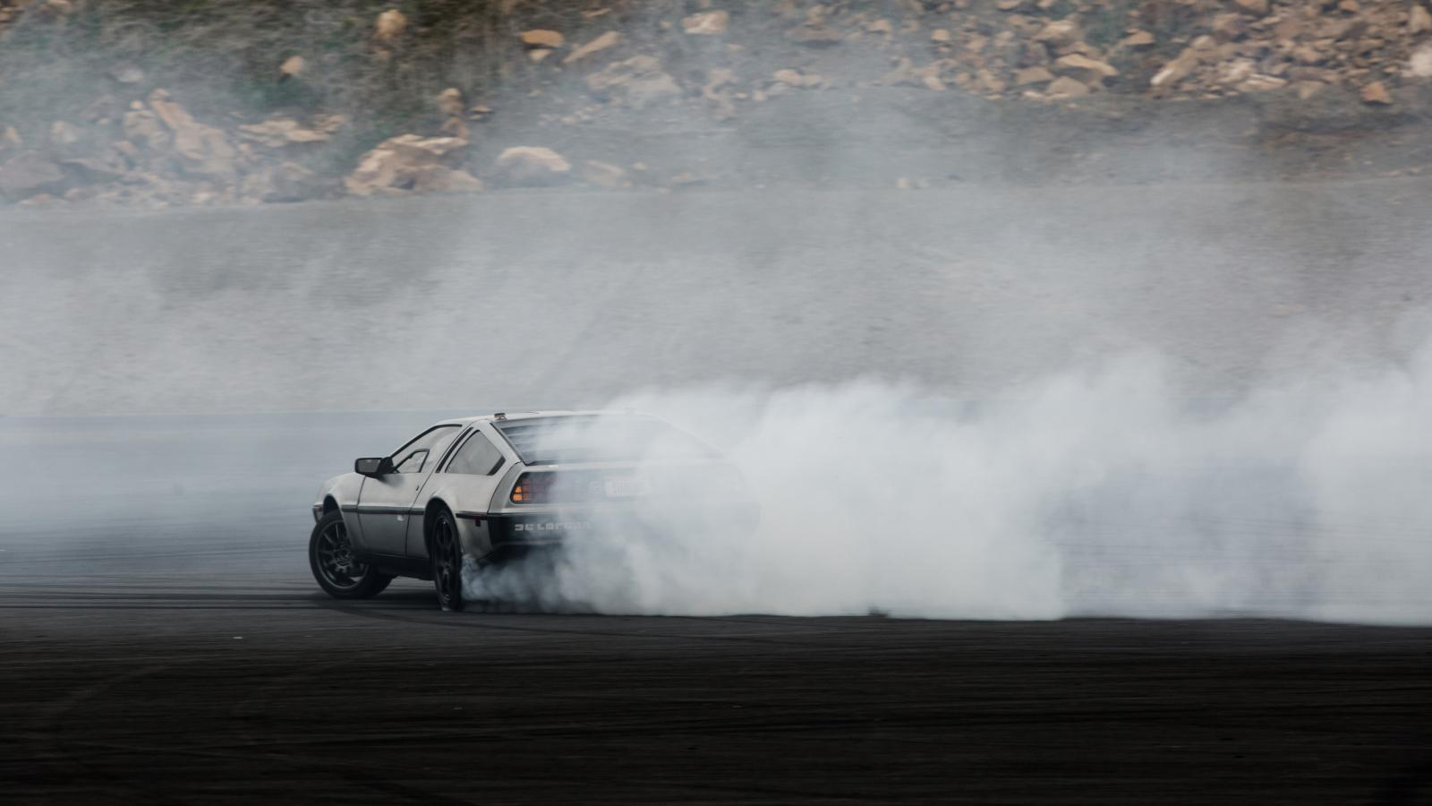 DeLorean DMC-12 van Standford drift autonoom