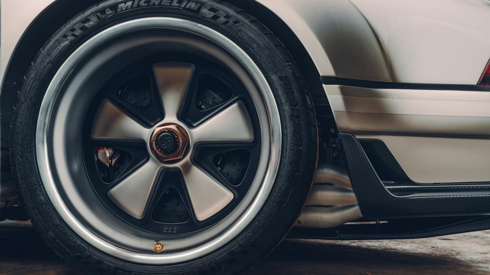Singer DLS Porsche 911 michelin banden