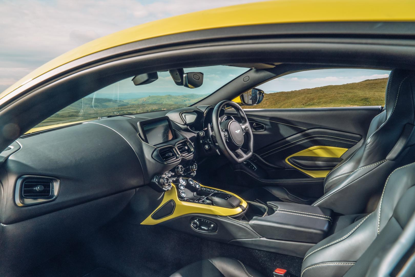 Aston Martin Vantage interieur