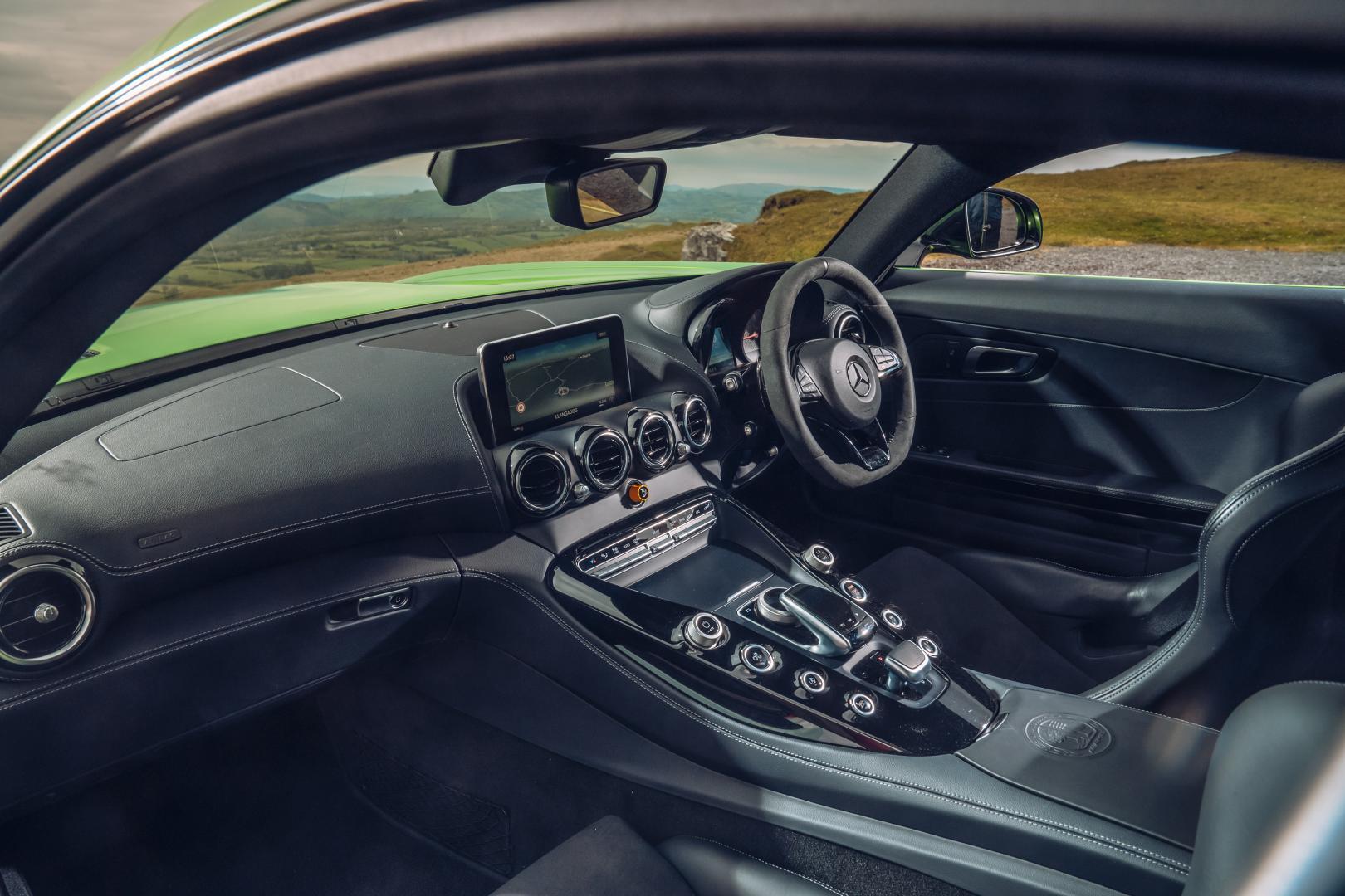 Mercedes-AMG GT R interieur